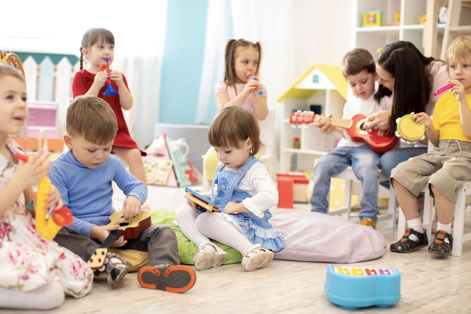 Jak rozwinąć wyobraźnię dziecka? Poznaj 5 fajnych zabaw dla dzieci.